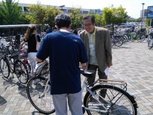 自転車走行ルールのチラシ配布4