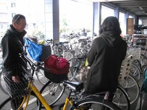 自転車安全チラシ配布中 3