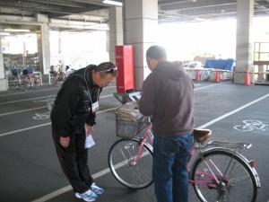 自転車安全チラシ配布中 4